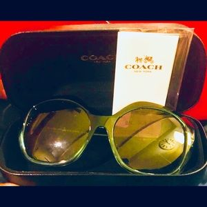 Coach sunglasses and cAse like new